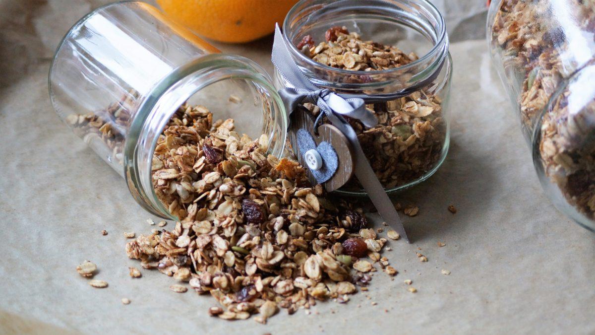 Domowa, zdrowa granola – pomysł na idealny szybki, pełnowartościowy posiłek