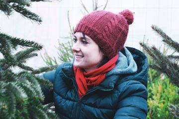 Małgorzata Szewczyk, trenerka personalna, zdjęcie wykonano w otoczeniu choinek, foto: Kamila Paradowska