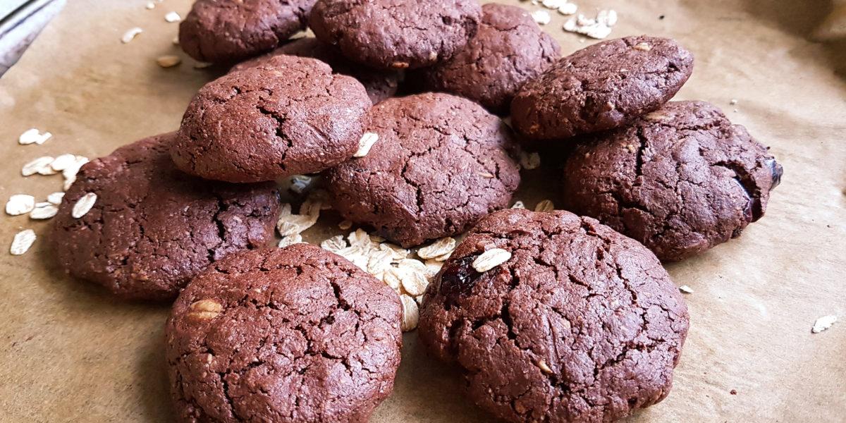 Mocno czekoladowe ciasteczka z żurawiną